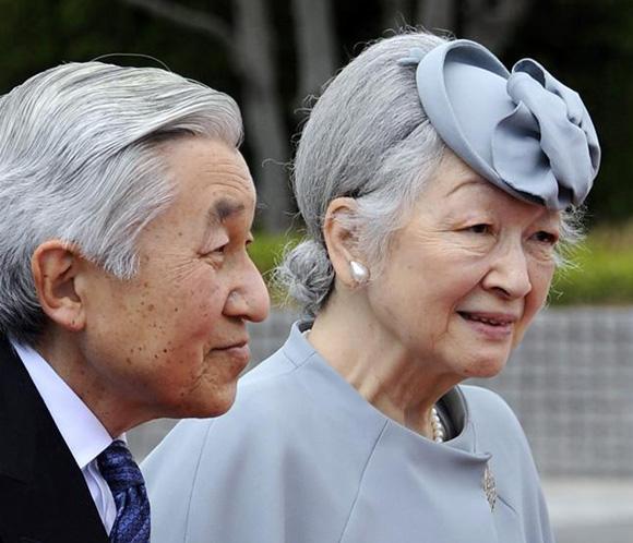 Los emperadores de Japón inician su visita a la provincia de Okinawa
