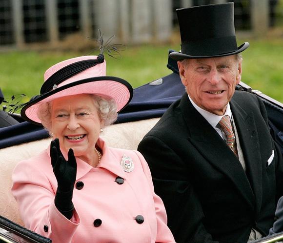 Isabel II y el duque de Edimburgo cumplen 65 años de casados