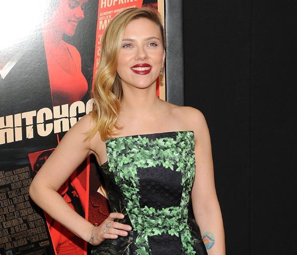 Scarlett Johanson, ¿enamorada de un periodista francés?
