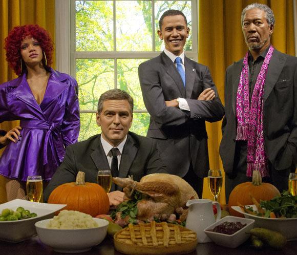 Obama de cera disfruta de una cena de Acción de Gracias con Rihanna, Morgan Freeman y George Clooney