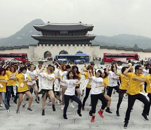 El rapero surcoreano PSY llevará el baile del jinete a Tailandia