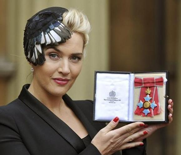 Kate Winsletcomparte experiencias maternales con lareina Isabel II en Buckingham