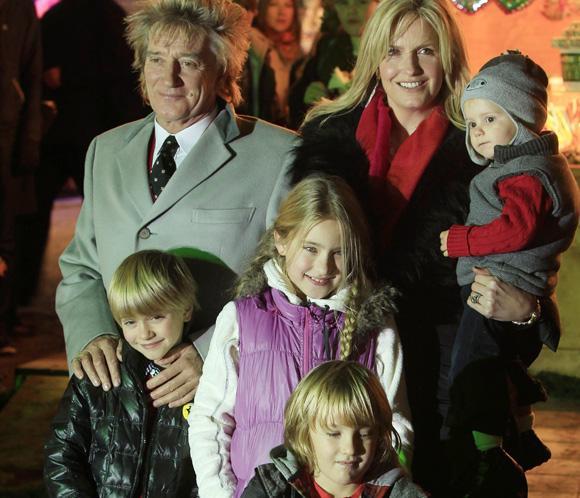 Rod Stewart presume de familia en Londres