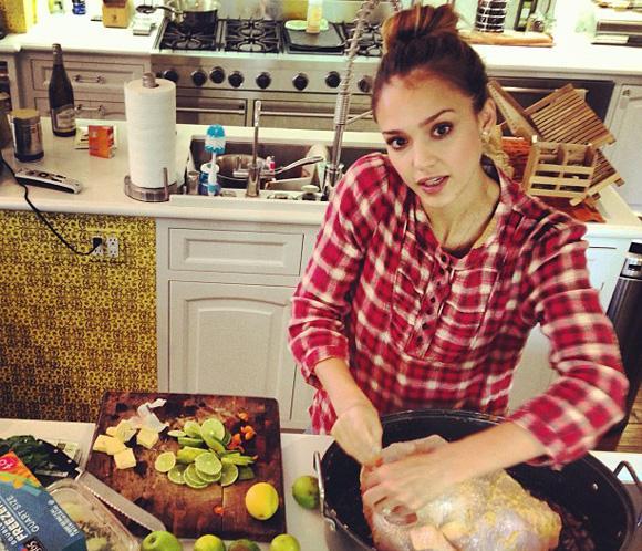 Jessica Alba, la cocinera más 'chic' de Acción de Gracias
