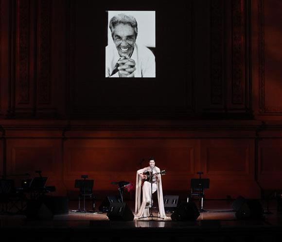 Varios cantantes unen sus voces en un homenaje a Chavela Vargas en Nueva York