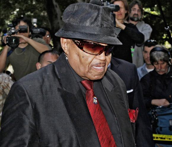 El padre de Michael Jackson se recupera tras sufrir un derrame cerebral leve