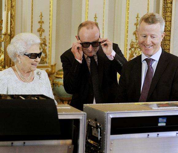 Isabel II graba por primera vez su mensaje navideño en 3D