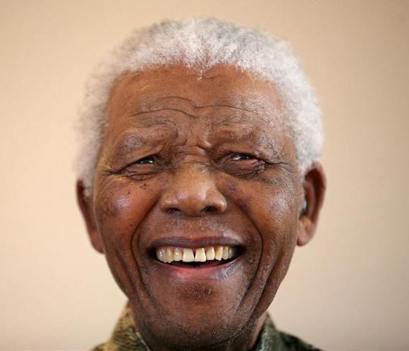 Mandela es dado de alta tras pasar más de dos semanas hospitalizado