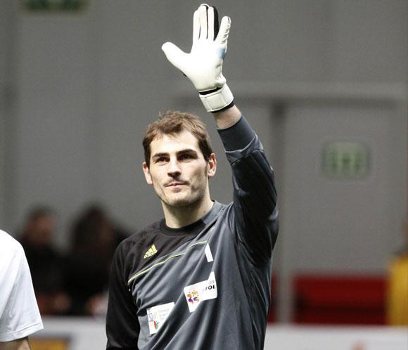 La afición respalda a Iker Casillas en la vuelta a los entrenamientos