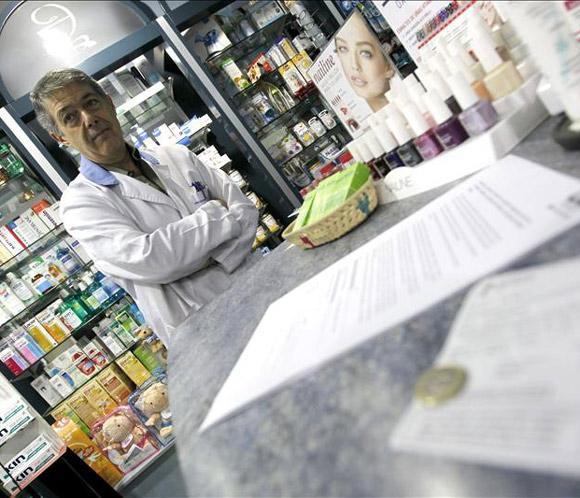 Las farmacias madrileñas registran consultas de ciudadanos en el primer día del euro por receta