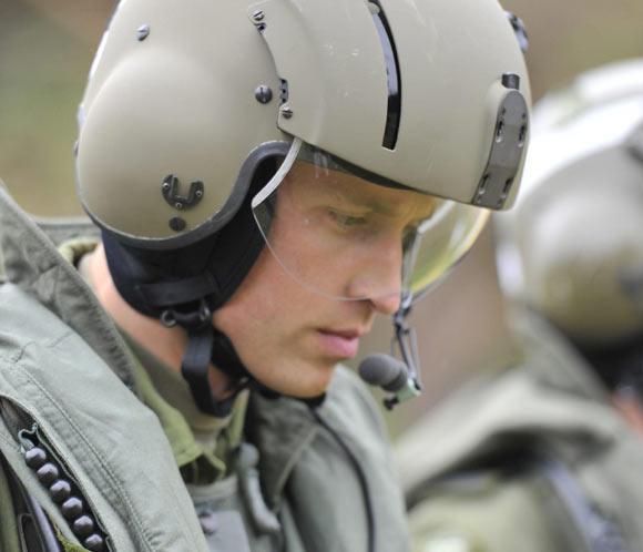 El príncipe Guillermo comienza el año con un rescate en helicóptero
