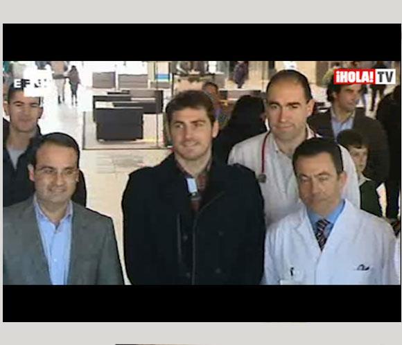 Iker Casillas reparte regalos en un hospital de Móstoles