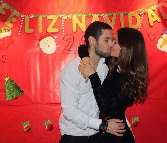 Malena Costa y Mario Suárez nos desean un feliz 2013 con su imagen más romántica