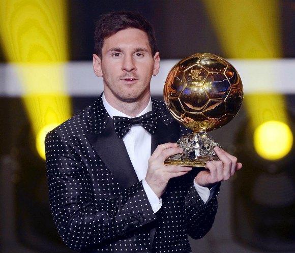 Leo Messi deslumbra con su 'look' en la entrega del Balón de Oro