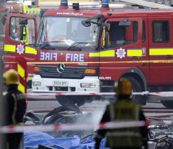 Dos fallecidos al estrellarse un helicóptero en el centro de Londres