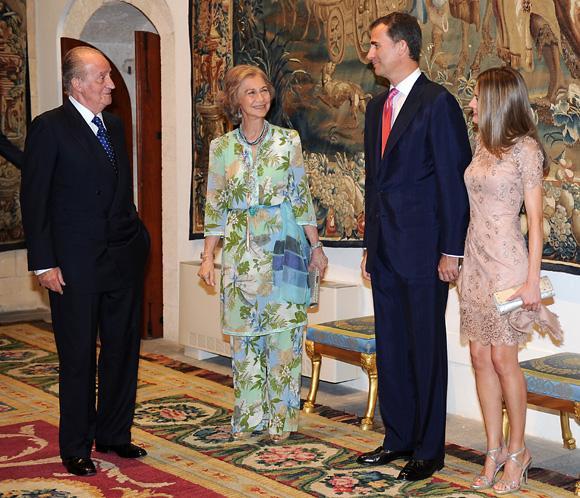 Don Juan Carlos y el príncipe Felipe se congelan el sueldo