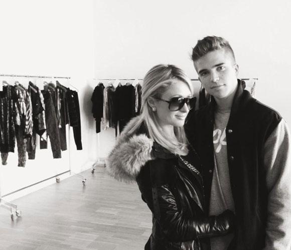 Paris Hilton llega a Barcelona con su novio para asistir a la pasarela 080