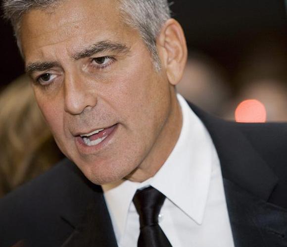 George Clooney invita a cenar a su vecino de mesa, que no le reconoce