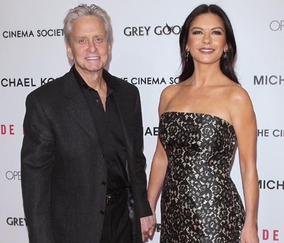 Michael Douglas, el mejor apoyo de Catherine Zeta-Jones en el estreno de su nueva película
