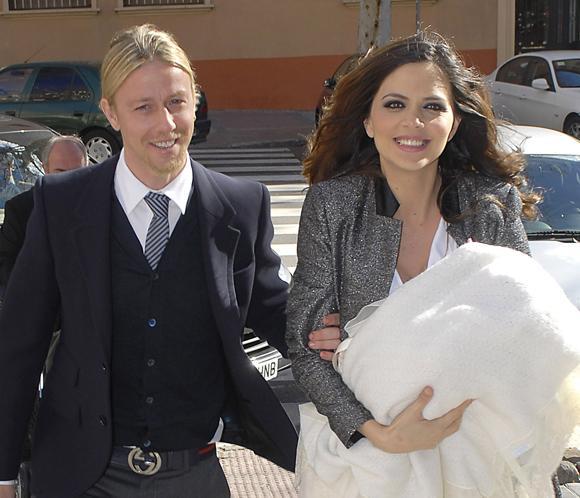 Guti y Romina bautizan a su hijo Enzo rodeados por sus familiares y amigos