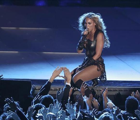 Beyoncé y un apagón encendieron la Super Bowl