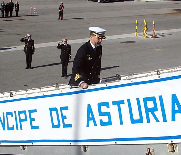 Don Felipe se despide del portaviones Príncipe de Asturias