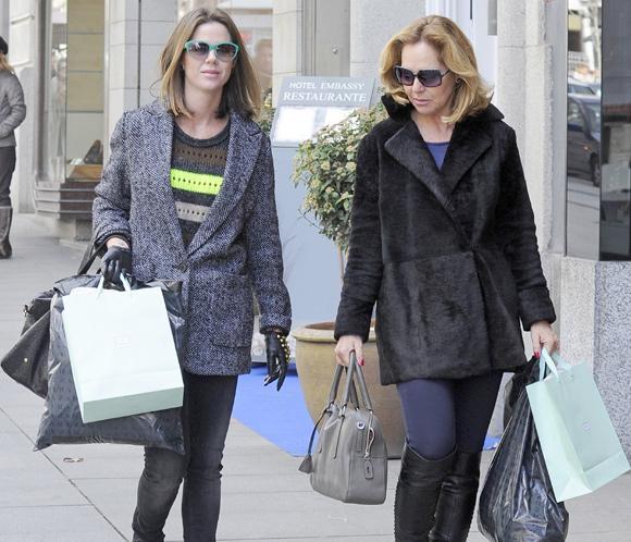 Ana Rodríguez y Amelia Bono disfrutan de una agradable jornada de compras por Madrid