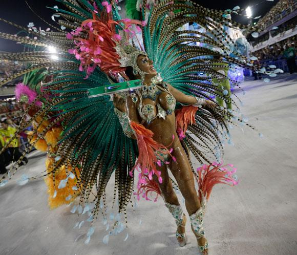 El carnaval de Río entra en la recta final con el último desfile en el sambódromo