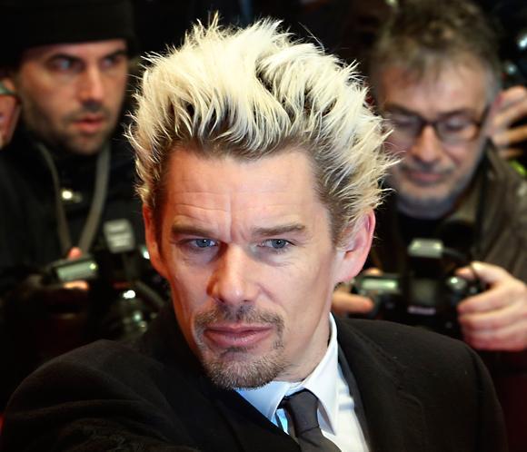 Ethan Hawke sorprende en la Berlinale con su nuevo 'look'