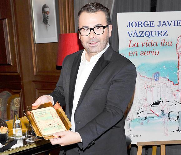 Jorge Javier Vázquez, premiado por el éxito de su primer libro, 'La vida iba en serio'