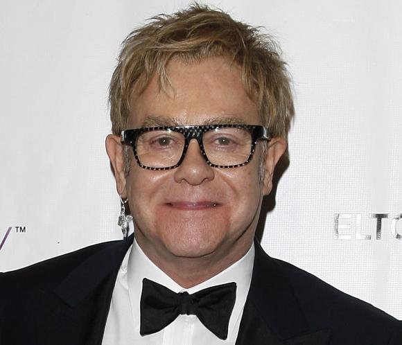 Elton John lanza una campaña contra el sida por San Valentín