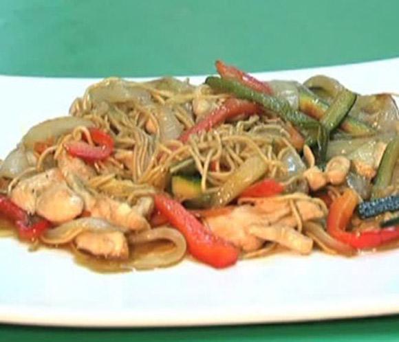 Cocina ligera: Verduras salteadas con pechuga de pollo