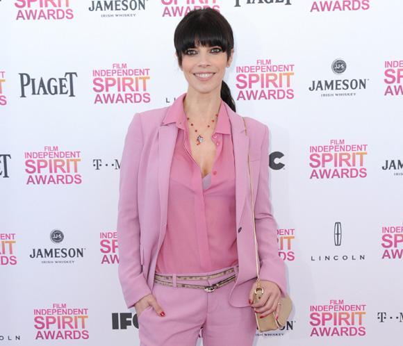 El original 'look' de Maribel Verdú en los premios Spirit
