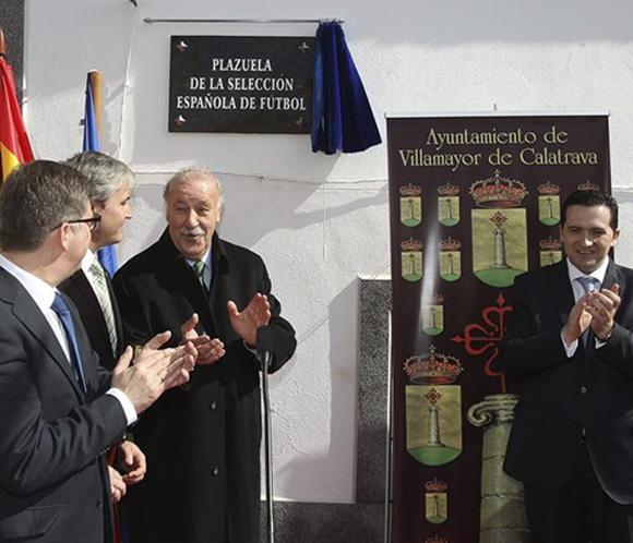 Vicente del Bosque inaugura la Plaza de la Selección Española en Villamayor de Calatrava