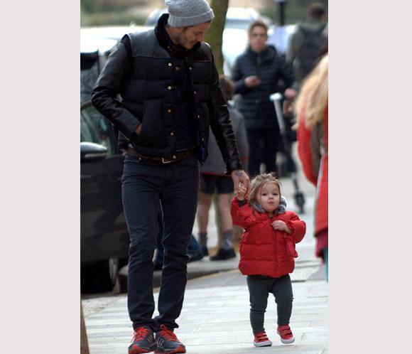 Harper Beckham, la viva imagen de su madre… ¡y de su padre!