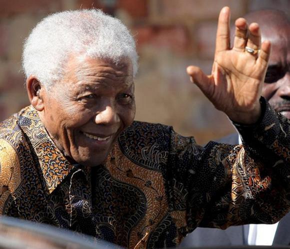 Nelson Mandela mejora de forma 'constante' en su segundo día en el hospital