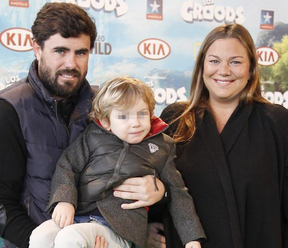 Caritina Goyanes, mamá de una niña: 'Con mi mini Cari en brazos. ¡Tan contenta!'