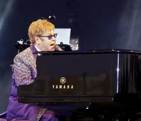Elton John cancela sus próximos conciertos por una apendicitis