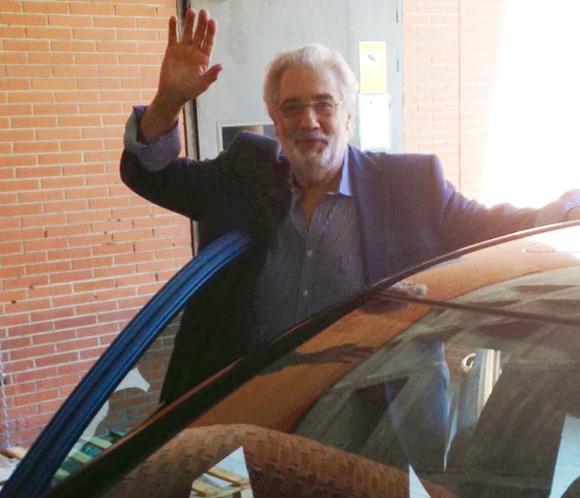 Plácido Domingo recibe el alta hospitalaria: 'Me voy a casa'