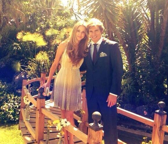 Carlos Baute y Astrid Klisans, una pareja diez en la boda de unos amigos