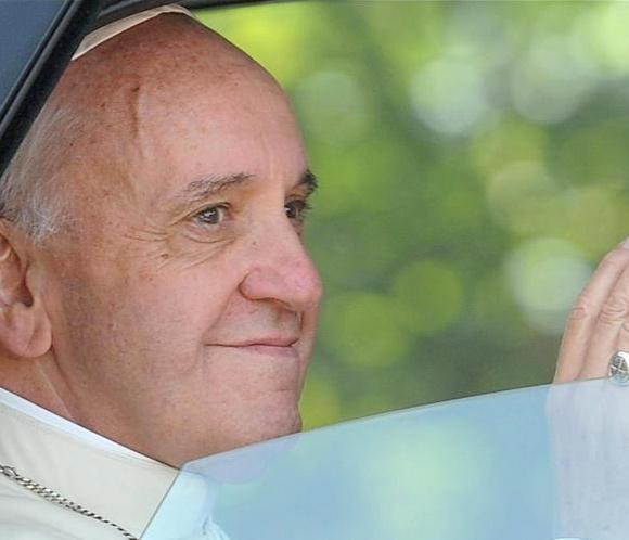El Papa Francisco guía su primer Ángelus en Castel Gandolfo y reza por la JMJ de Río de Janeiro