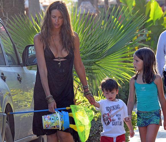 Estefanía Luyk, de vacaciones familiares en Marbella