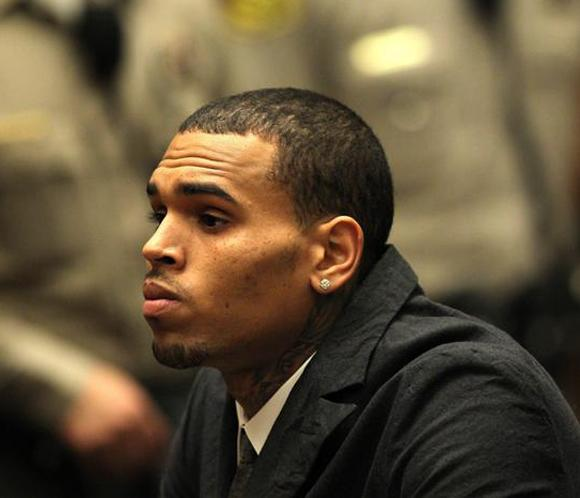 Revocada la libertad condicional de Chris Brown