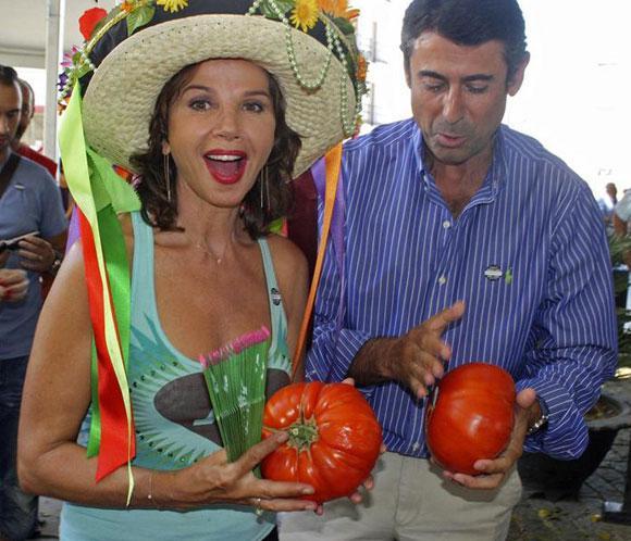 Victoria Abril paga 305 euros por el mejor tomate 'huevo de toro'