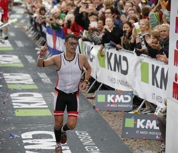 Federico de Dinamarca, 'el príncipe de hierro', finaliza con éxitoel triatlon'Ironman'