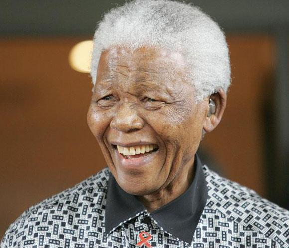 Nelson Mandela abandona el hospital tras casi tres meses ingresado