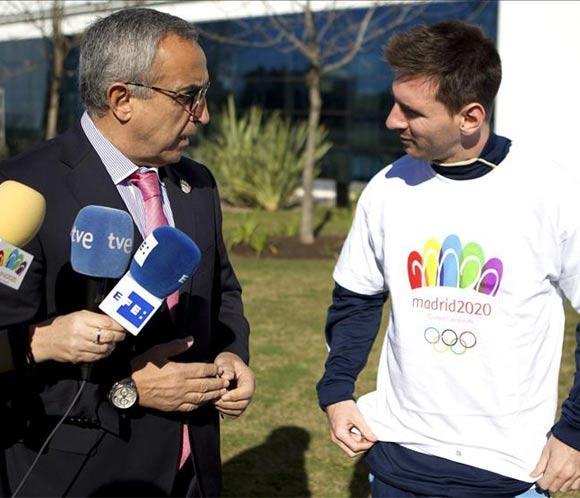 Messi se pone la camiseta de Madrid 2020