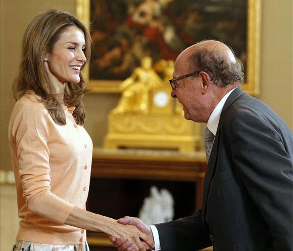 La princesa Letizia, con el dibujante Ibáñez y el director de 'Tadeo Jones'