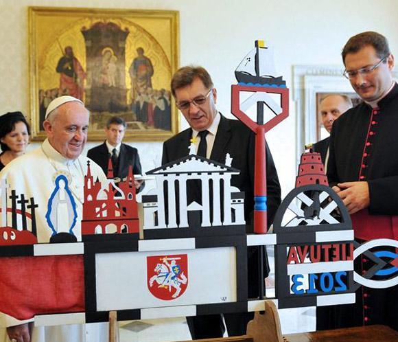 El papa Francisco dice que 'el primer derecho de una persona es su vida'