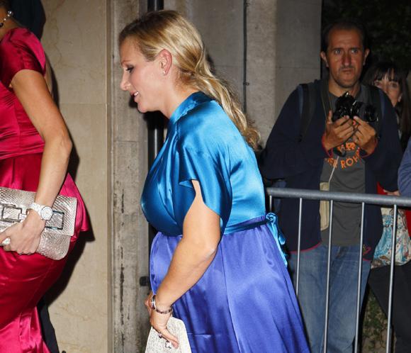 Zara Phillips luce embarazo en una gala benéfica de la alta sociedad británica